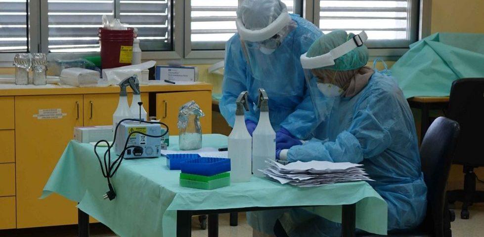Infermieri del Caritas Baby Hospital durante i test per il coronavirus