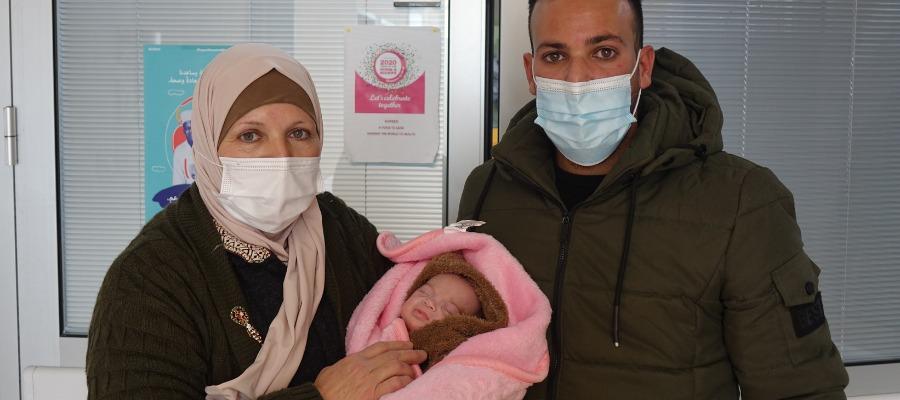 La piccola Zeina torna a casa dopo tre mesi passati al Caritas Baby Hospital per le cure