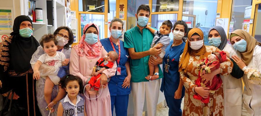 Gruppo di persone al Caritas Baby Hospital